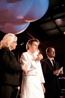 Association Suisse pour la Recherche sur l'Alzheimer, de gauche à droite: Véronique de Vilèlle, Michel Roth (Hôtel Président Wilson), Tim Brockmann (Président de l'Association)