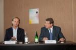 Tim Brockmann, président de l'association Suisse  pour la Recherche sur l'Alzheimer et Mauro Poggia, conseiller d'Etat, expliquent le plan Alzheimer et le Centre de la Mémoire